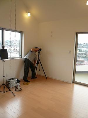 【竣工写真】新しい住まいの記念撮影中